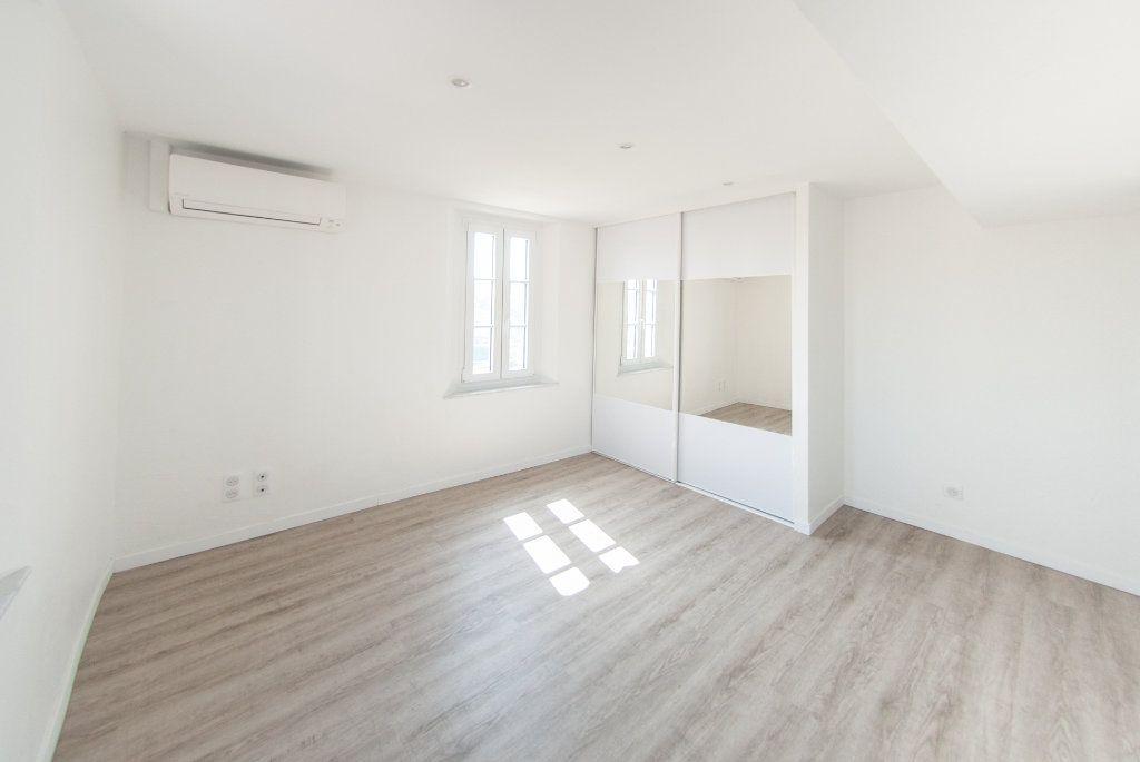 Appartement à louer 4 120.61m2 à Biot vignette-13