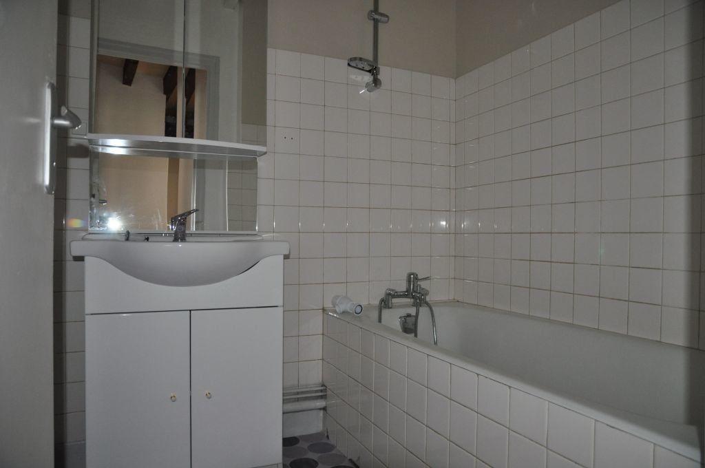 Appartement à louer 3 56m2 à Cosne-Cours-sur-Loire vignette-4