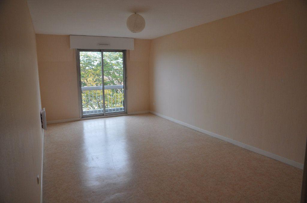 Appartement à louer 3 64m2 à Cosne-Cours-sur-Loire vignette-1