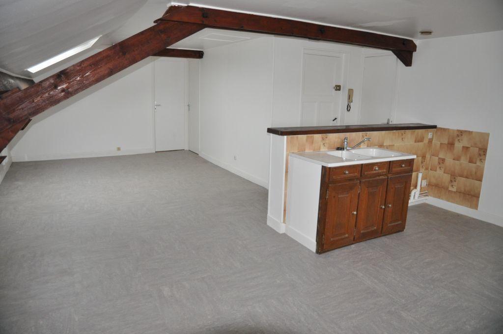 Appartement à louer 3 78m2 à Cosne-Cours-sur-Loire vignette-2