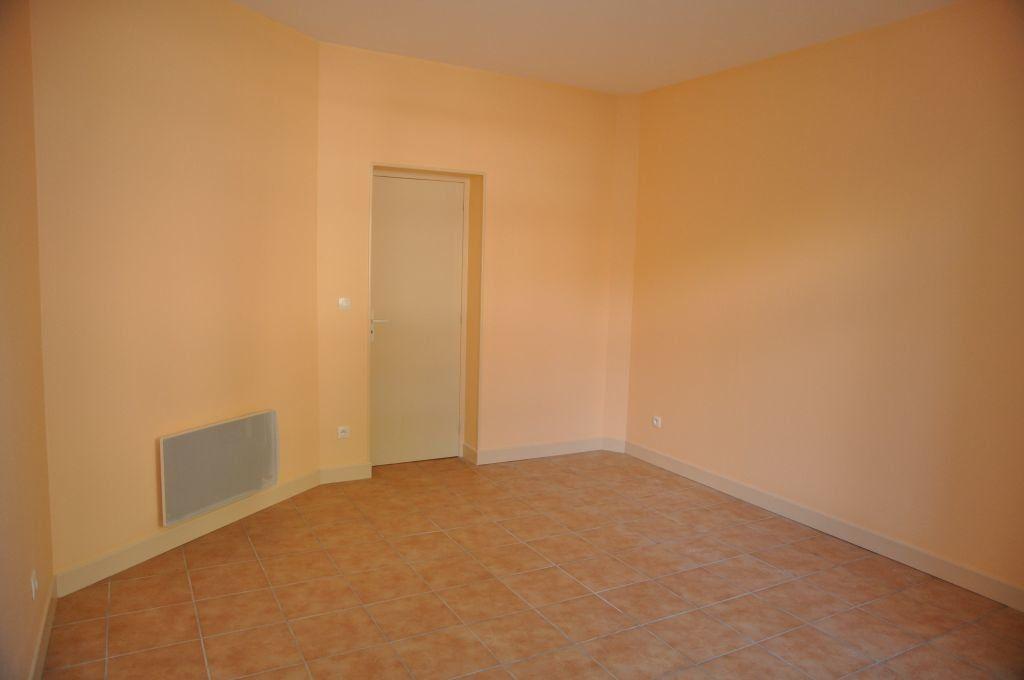 Appartement à louer 1 26m2 à Cosne-Cours-sur-Loire vignette-1