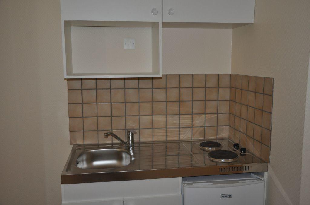 Appartement à louer 1 26m2 à Cosne-Cours-sur-Loire vignette-2