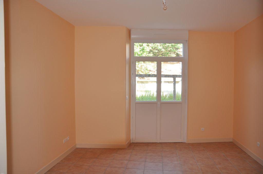Appartement à louer 1 26m2 à Cosne-Cours-sur-Loire vignette-4