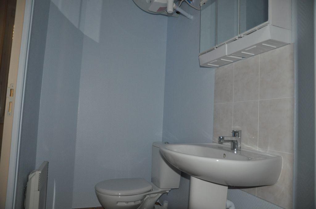 Appartement à louer 1 26m2 à Cosne-Cours-sur-Loire vignette-5