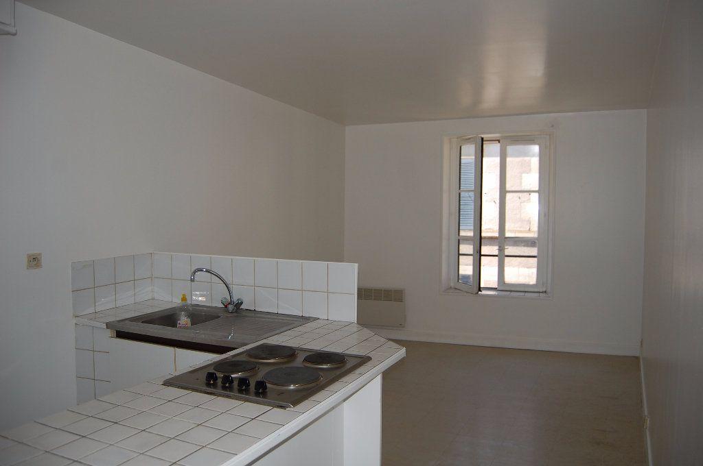 Appartement à louer 2 30m2 à Sancerre vignette-1