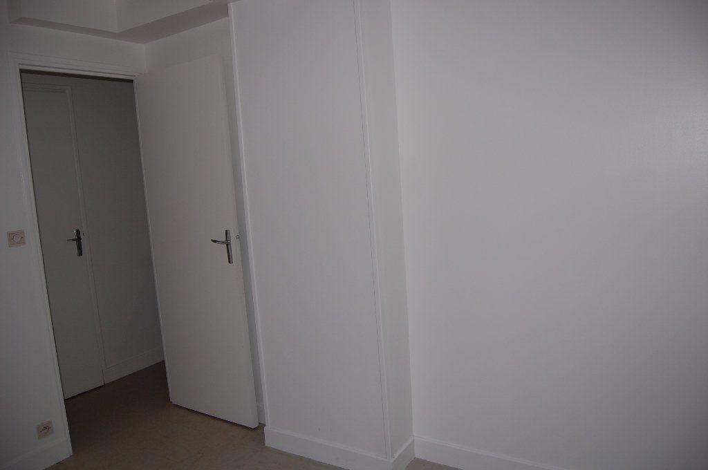 Appartement à louer 2 30m2 à Sancerre vignette-6