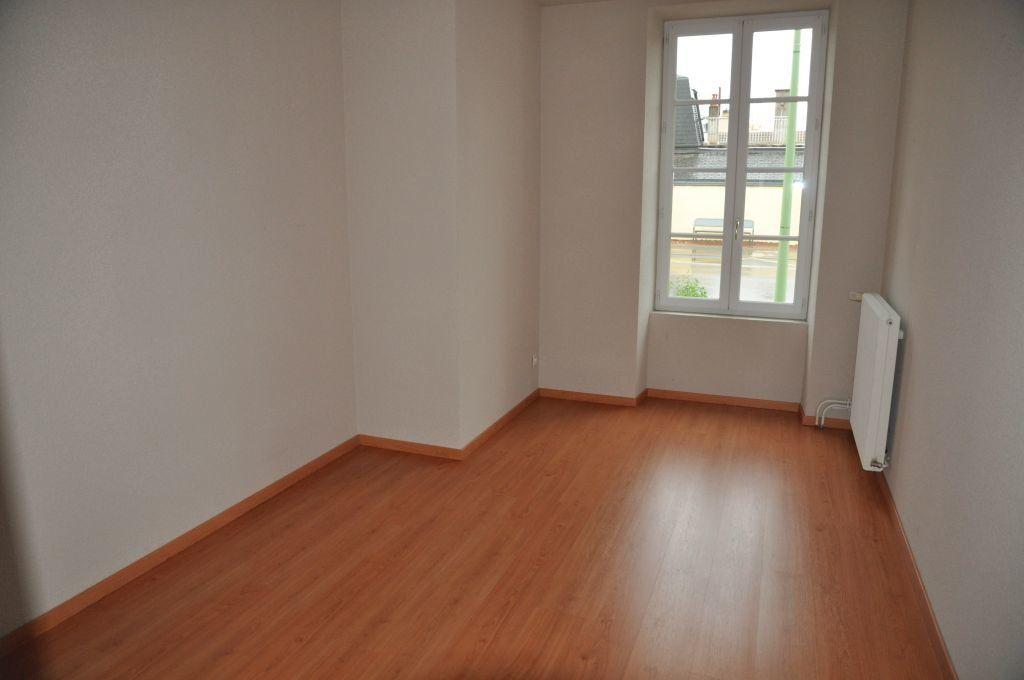 Appartement à louer 3 75.42m2 à Cosne-Cours-sur-Loire vignette-4