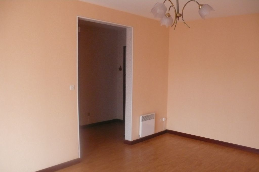 Appartement à louer 2 57m2 à Cosne-Cours-sur-Loire vignette-1