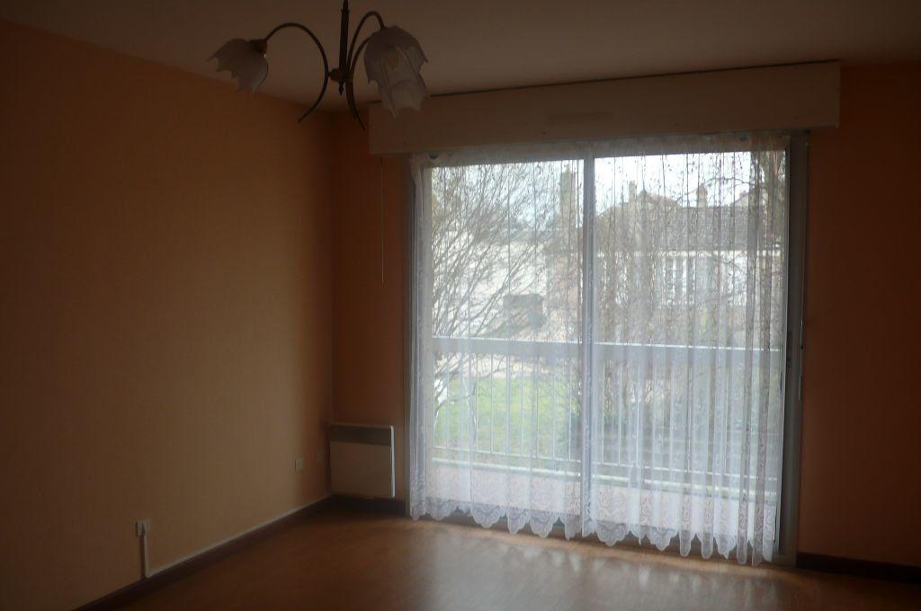 Appartement à louer 2 57m2 à Cosne-Cours-sur-Loire vignette-2
