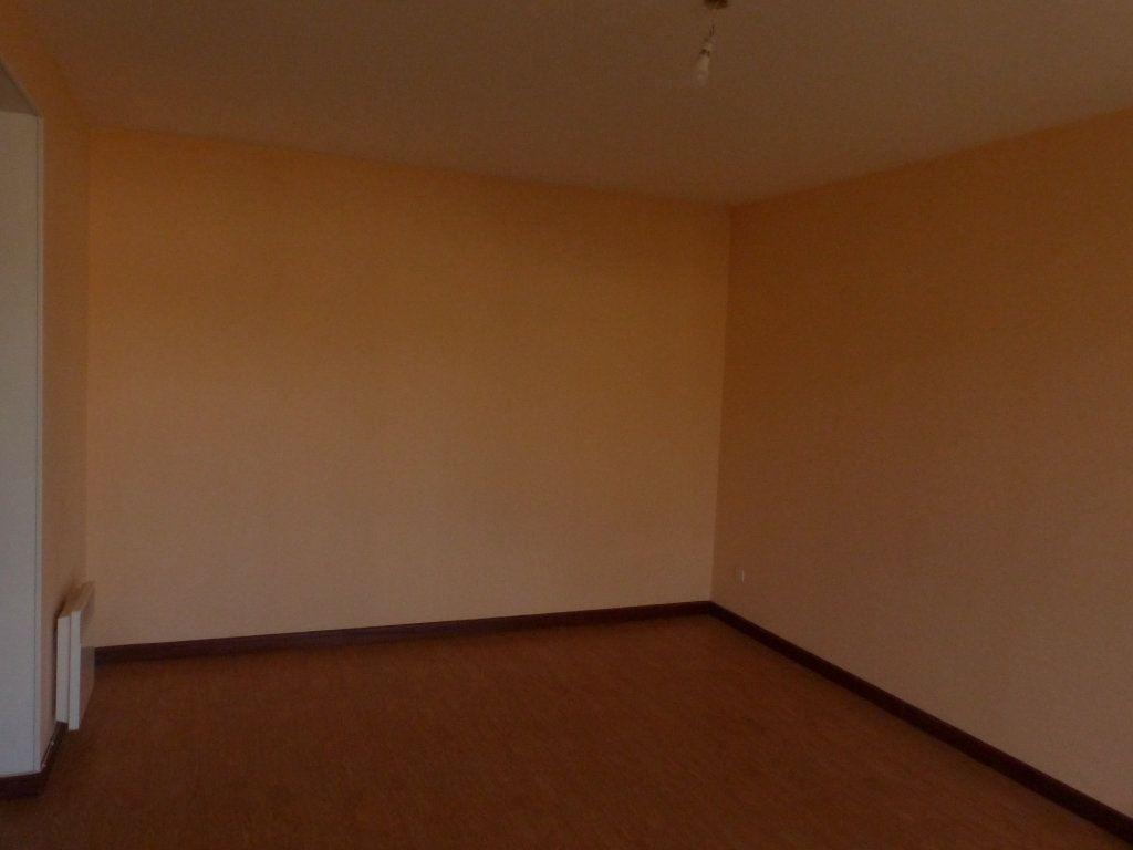 Appartement à louer 2 57m2 à Cosne-Cours-sur-Loire vignette-3