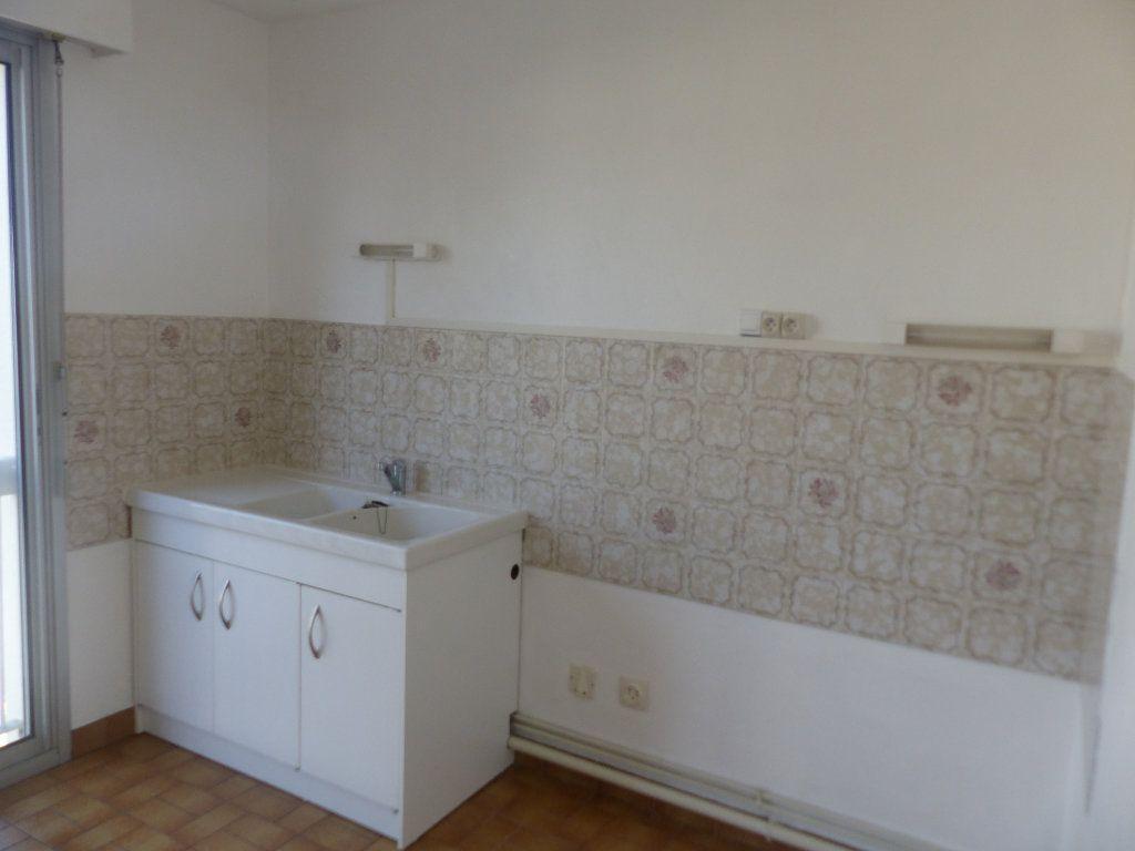 Appartement à louer 2 57m2 à Cosne-Cours-sur-Loire vignette-5