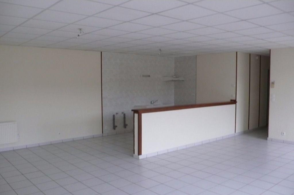 Appartement à louer 3 105m2 à Cosne-Cours-sur-Loire vignette-1