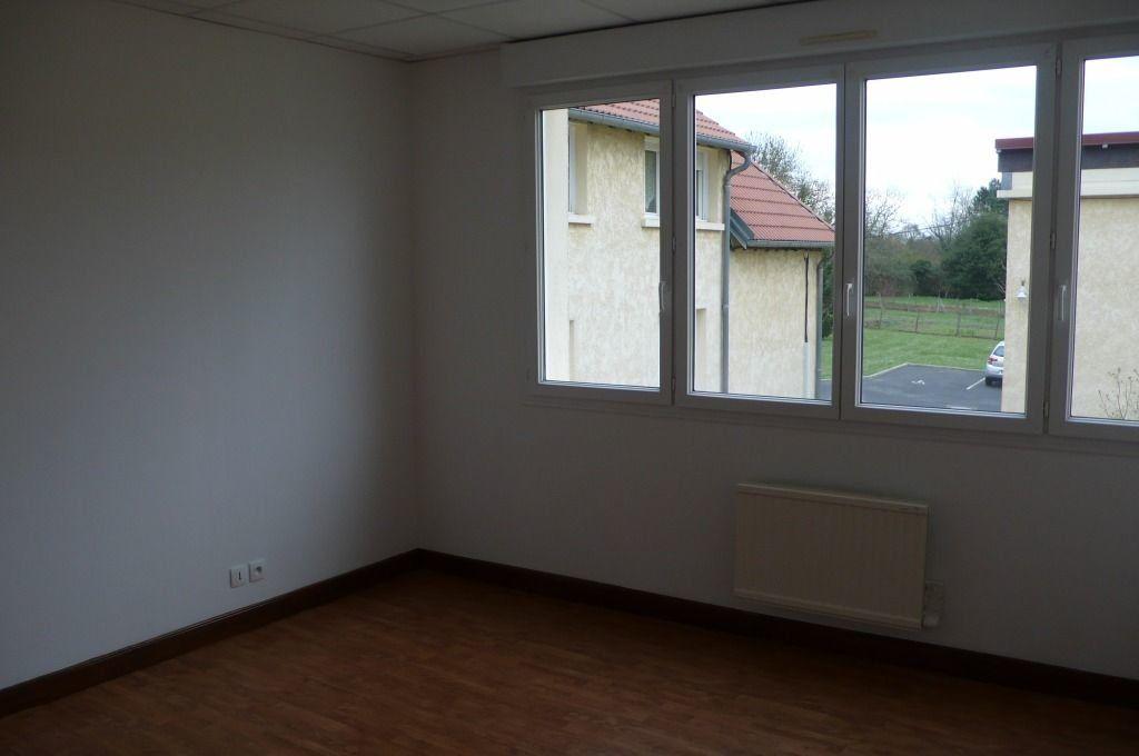 Appartement à louer 3 105m2 à Cosne-Cours-sur-Loire vignette-5