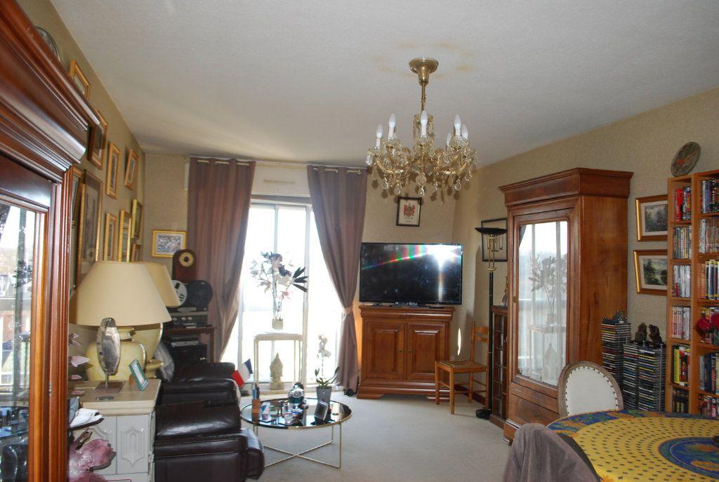 Appartement à vendre 3 74m2 à Cosne-Cours-sur-Loire vignette-1