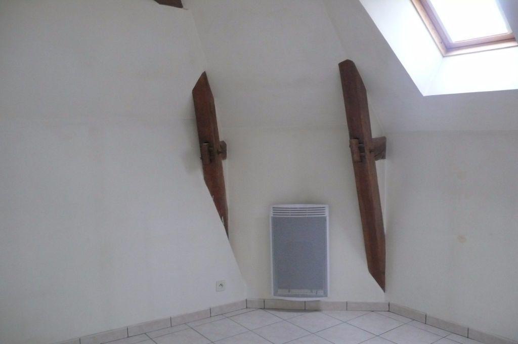 Appartement à louer 3 60m2 à Léré vignette-2
