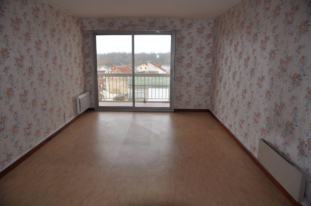 Appartement à louer 3 66m2 à Cosne-Cours-sur-Loire vignette-1