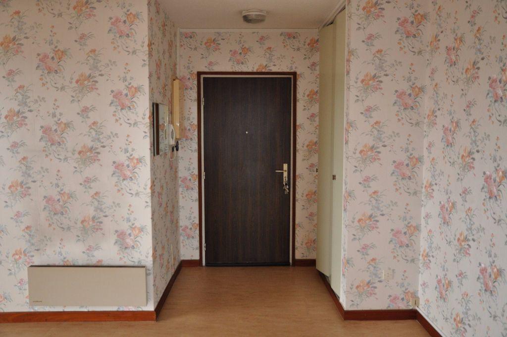 Appartement à louer 3 66m2 à Cosne-Cours-sur-Loire vignette-2
