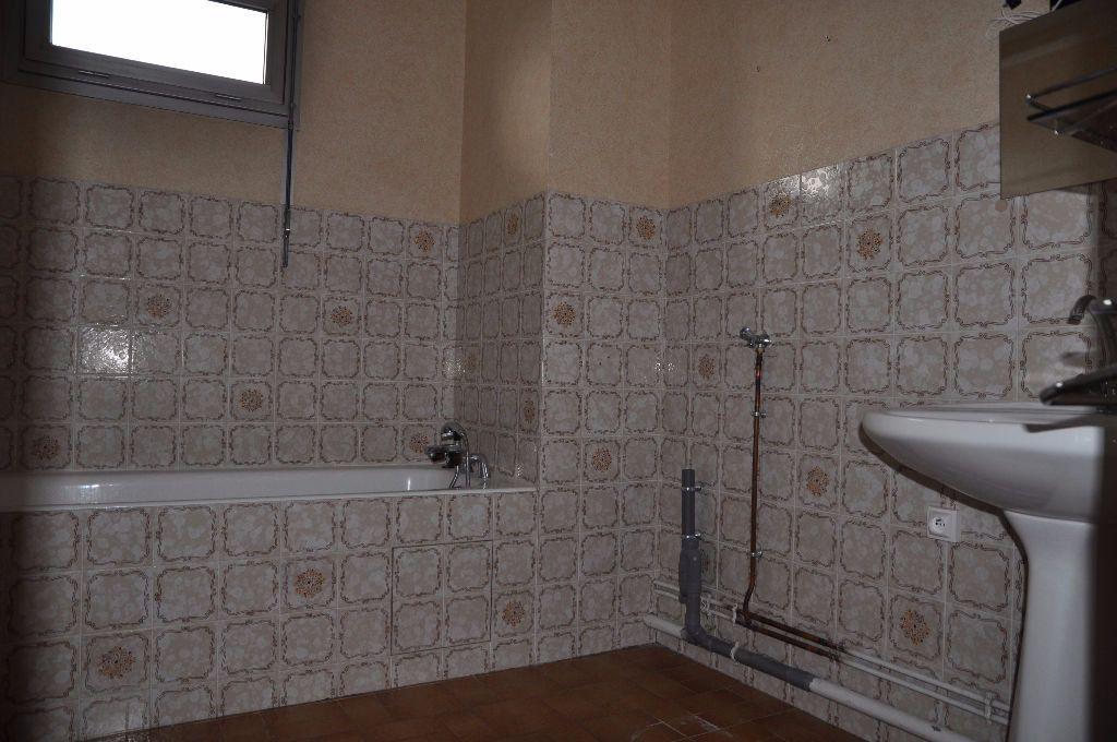 Appartement à louer 3 66m2 à Cosne-Cours-sur-Loire vignette-6