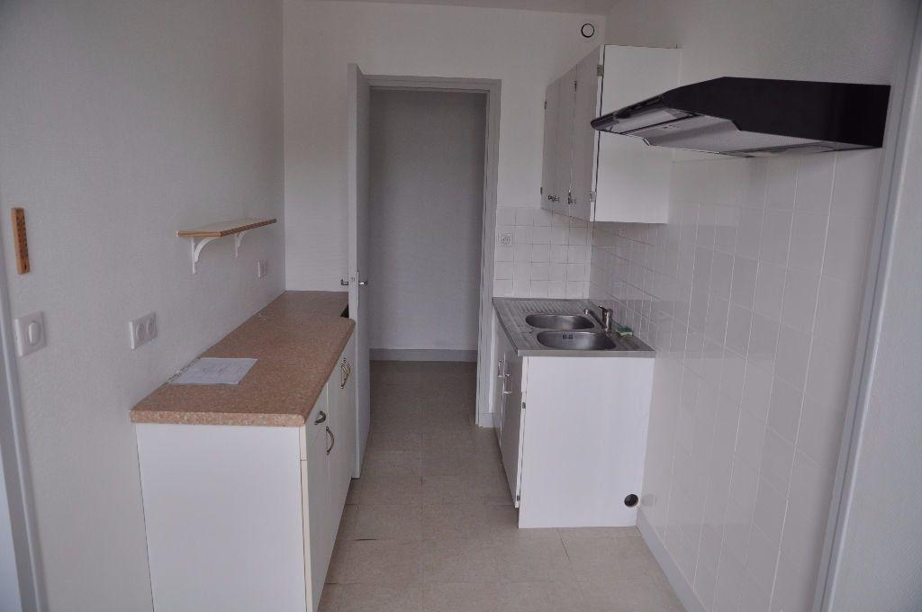 Appartement à louer 2 42m2 à Cosne-Cours-sur-Loire vignette-1