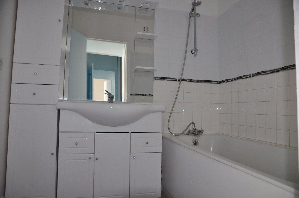 Appartement à louer 2 42m2 à Cosne-Cours-sur-Loire vignette-2