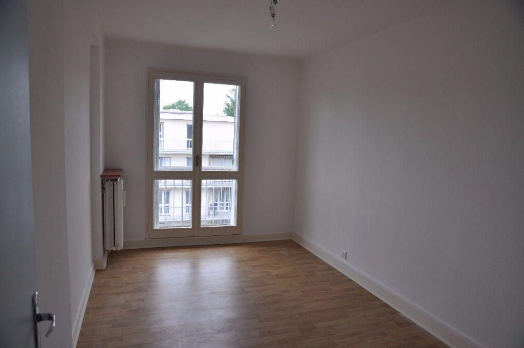 Appartement à louer 2 42m2 à Cosne-Cours-sur-Loire vignette-3