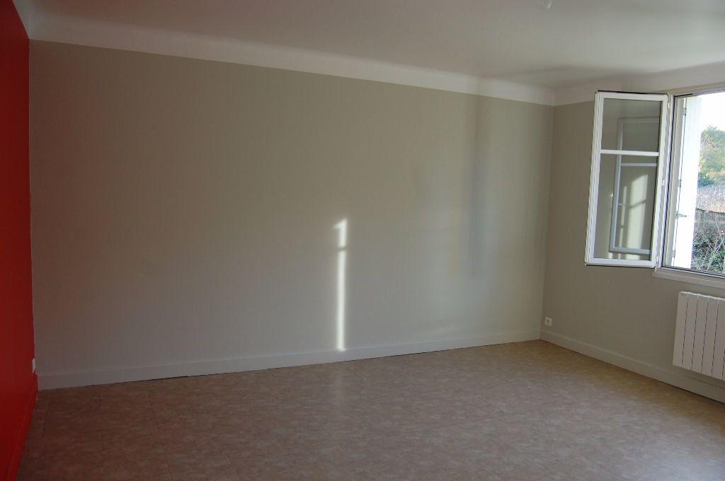 Appartement à louer 3 59.84m2 à Saint-Satur vignette-2