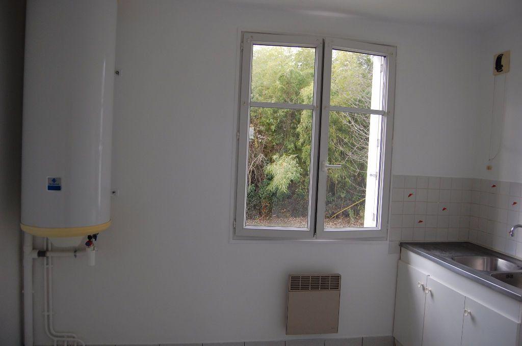 Appartement à louer 3 59.84m2 à Saint-Satur vignette-5