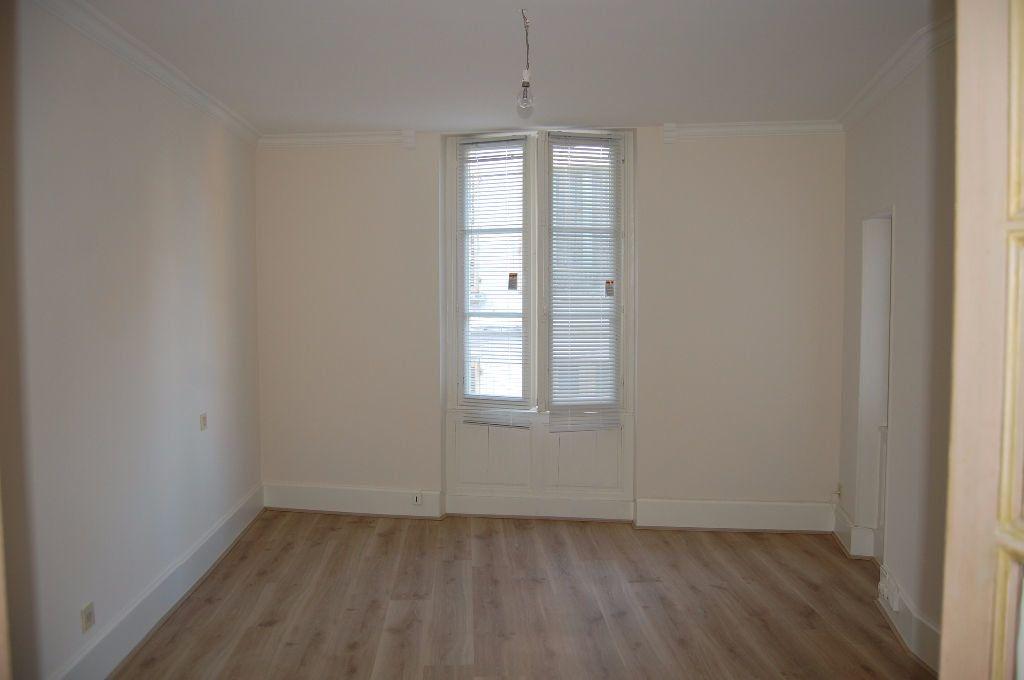 Maison à louer 3 82m2 à Sancerre vignette-8