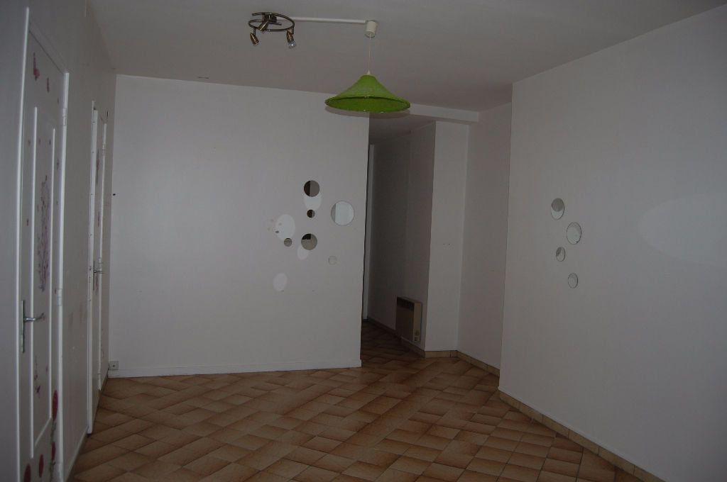 Appartement à louer 2 37m2 à Sancerre vignette-3