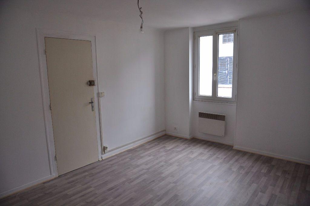 Appartement à louer 2 44m2 à Cosne-Cours-sur-Loire vignette-3