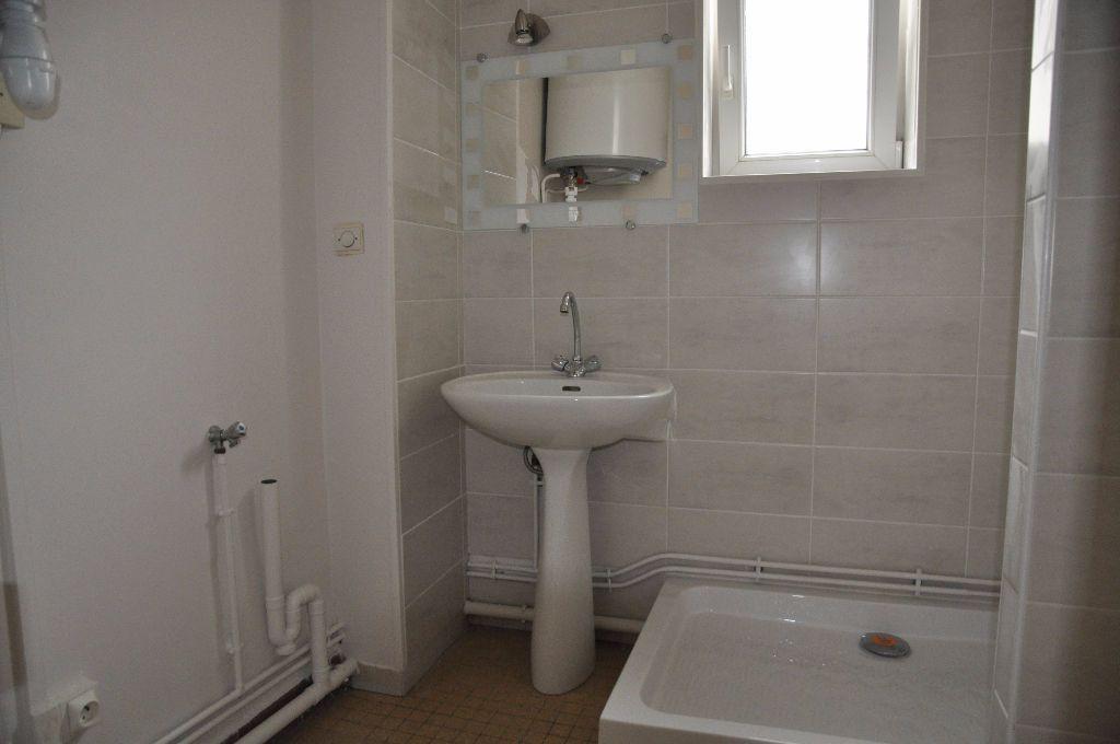 Appartement à louer 2 44m2 à Cosne-Cours-sur-Loire vignette-4