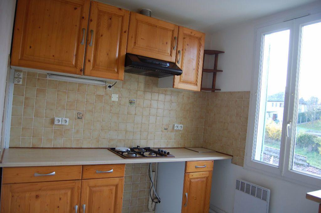 Appartement à louer 3 65m2 à Saint-Satur vignette-1
