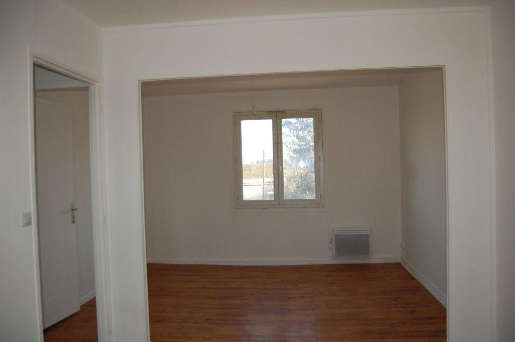 Appartement à louer 3 65m2 à Saint-Satur vignette-3