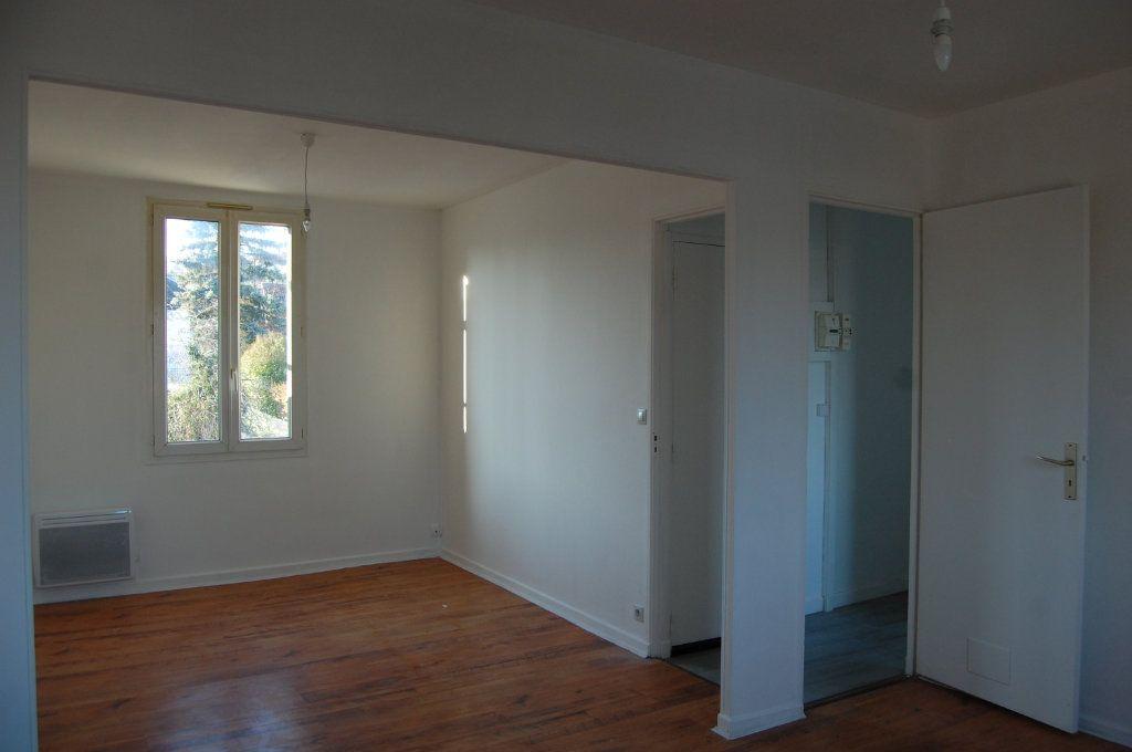 Appartement à louer 3 65m2 à Saint-Satur vignette-6