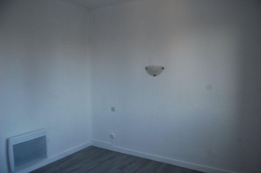 Appartement à louer 3 65m2 à Saint-Satur vignette-8