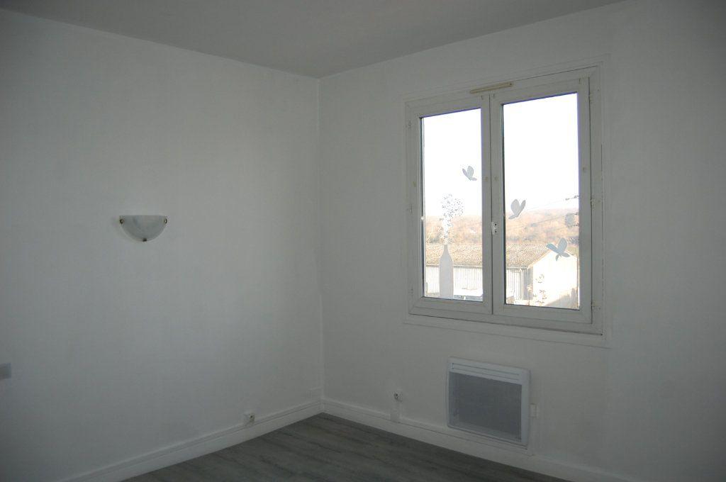 Appartement à louer 3 65m2 à Saint-Satur vignette-9