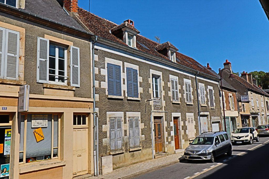 Immeuble à vendre 0 249m2 à Saint-Satur vignette-1