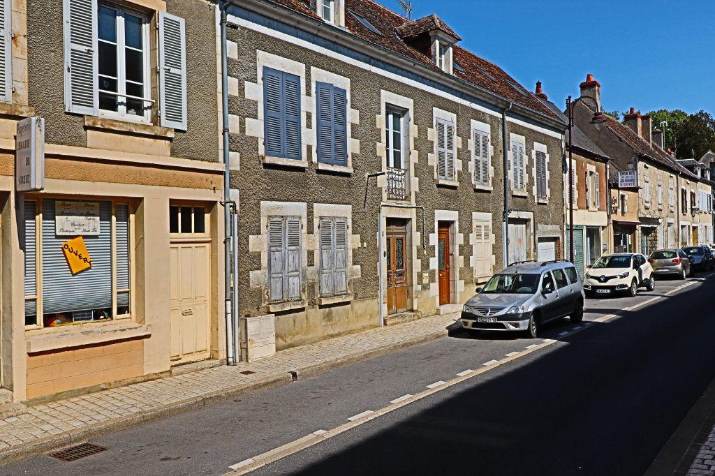 Immeuble à vendre 0 249m2 à Saint-Satur vignette-2