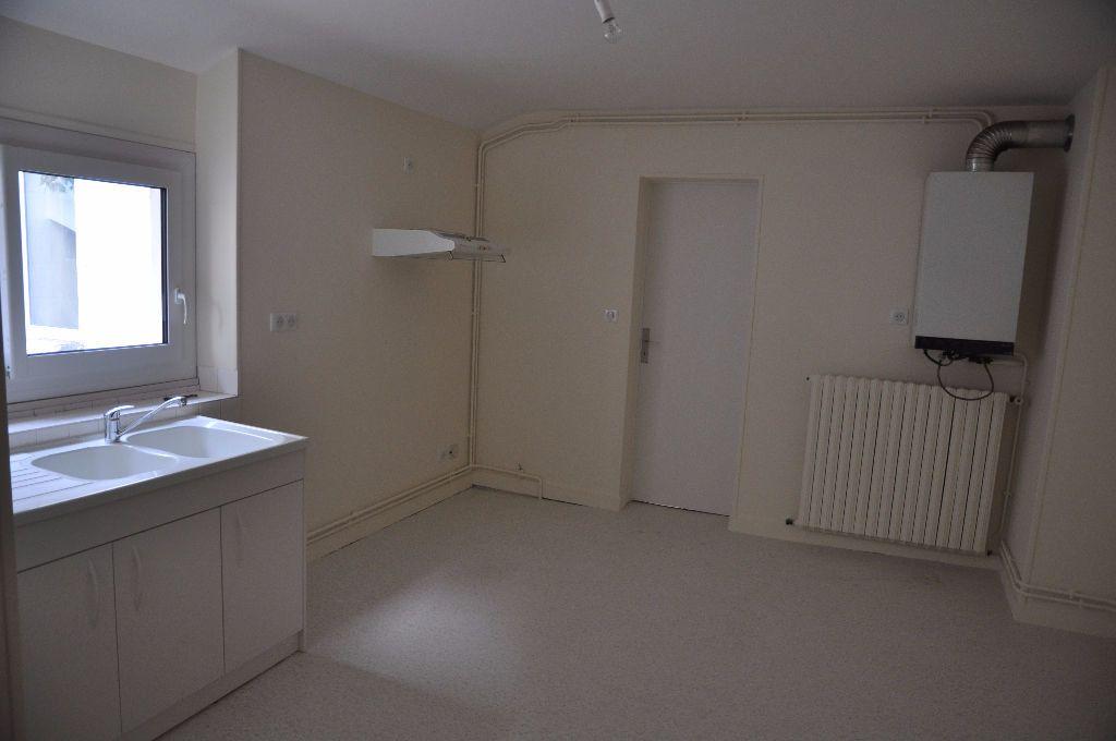 Appartement à louer 2 60m2 à Cosne-Cours-sur-Loire vignette-3