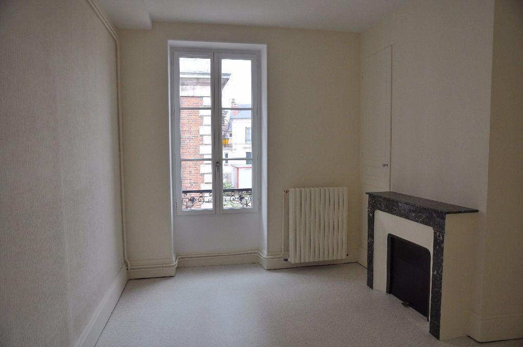 Appartement à louer 2 60m2 à Cosne-Cours-sur-Loire vignette-4