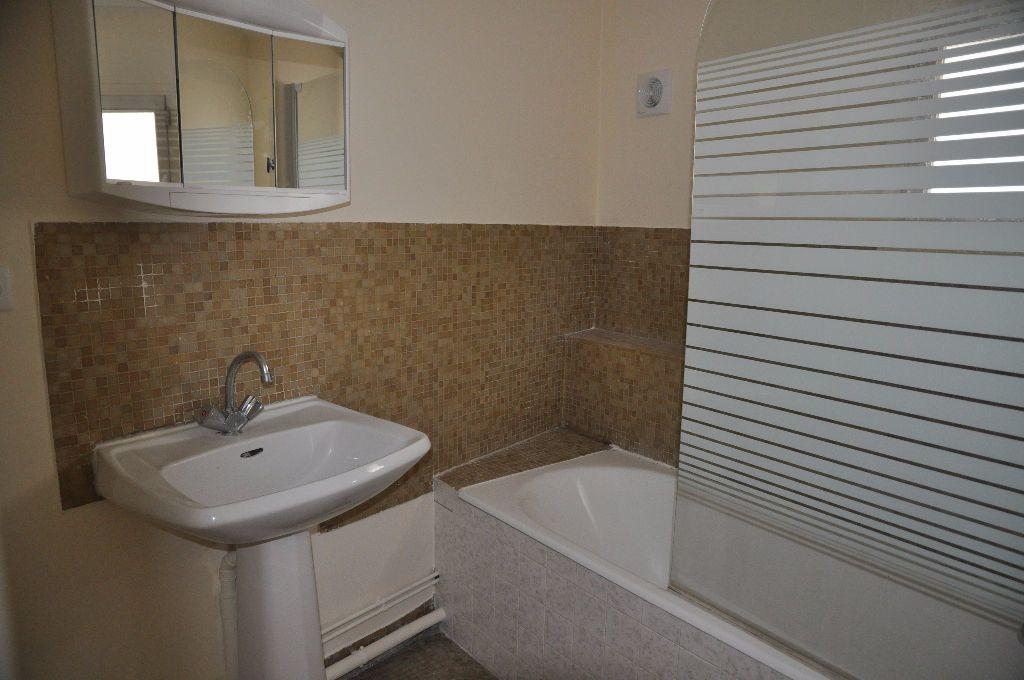 Appartement à louer 2 60m2 à Cosne-Cours-sur-Loire vignette-5