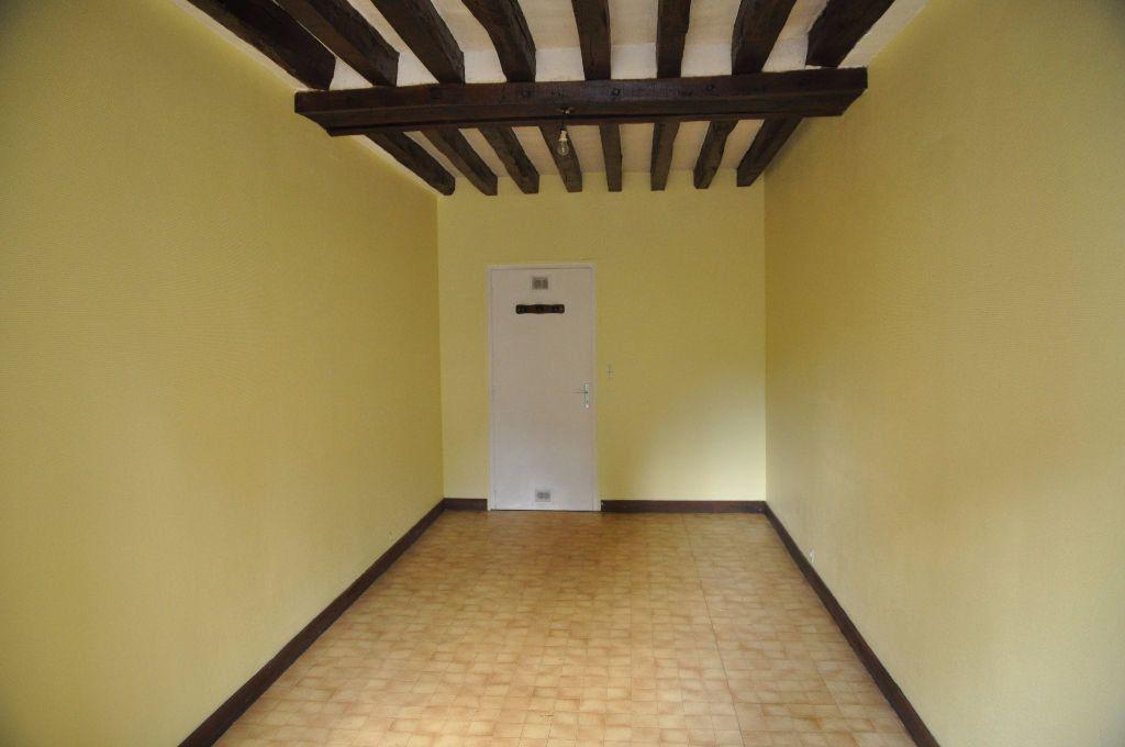 Appartement à louer 1 27m2 à Cosne-Cours-sur-Loire vignette-1