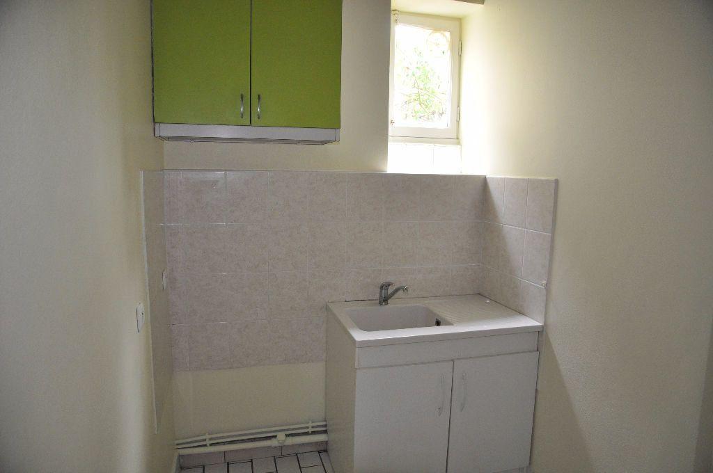 Appartement à louer 1 27m2 à Cosne-Cours-sur-Loire vignette-2