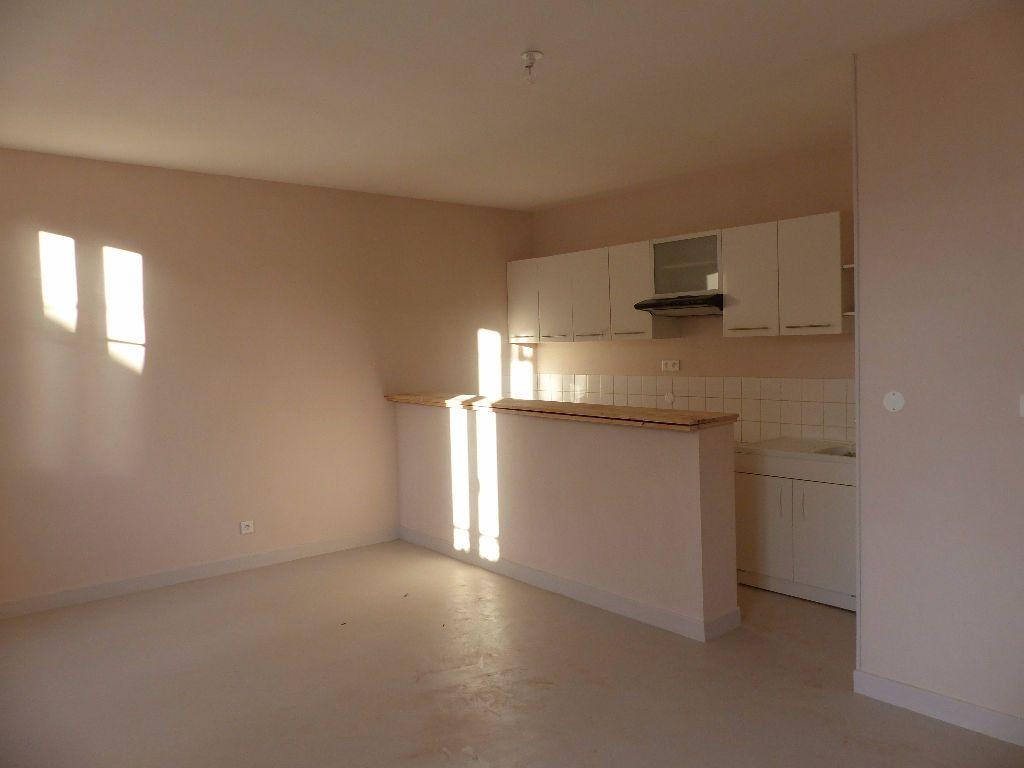 Appartement à louer 2 47m2 à Cosne-Cours-sur-Loire vignette-1