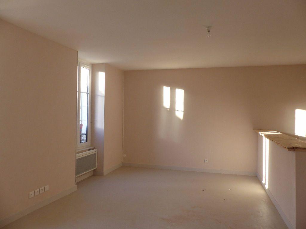Appartement à louer 2 47m2 à Cosne-Cours-sur-Loire vignette-2