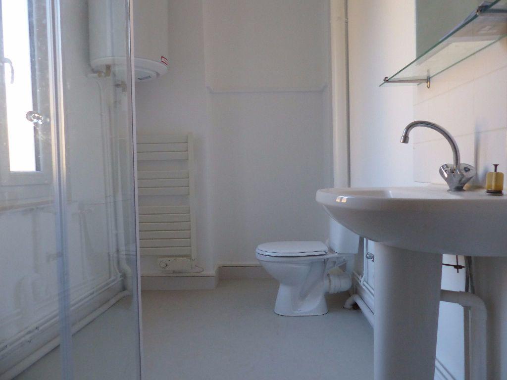 Appartement à louer 2 47m2 à Cosne-Cours-sur-Loire vignette-5