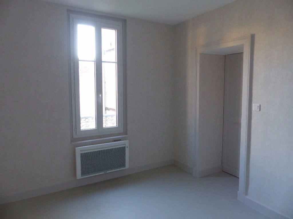 Appartement à louer 2 47m2 à Cosne-Cours-sur-Loire vignette-7