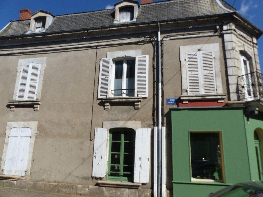 Appartement à louer 3 75m2 à Pouilly-sur-Loire vignette-1