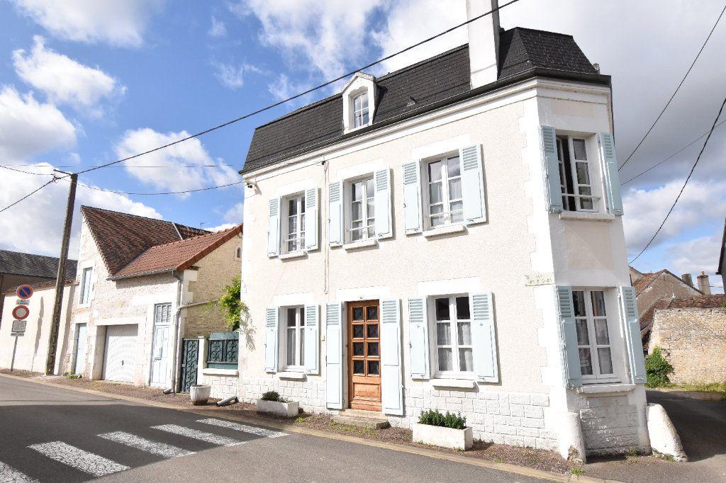 Maison à vendre 4 105m2 à Pouilly-sur-Loire vignette-1