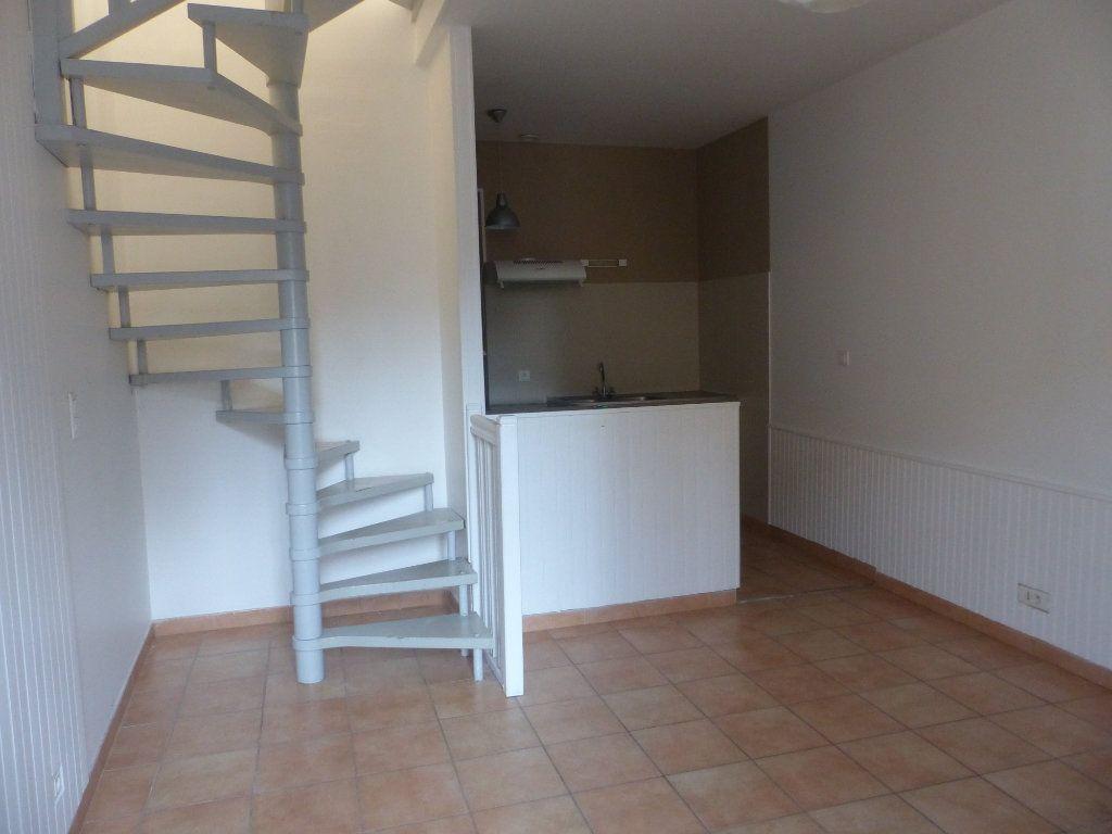 Appartement à louer 2 44m2 à Cosne-Cours-sur-Loire vignette-1